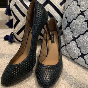 Ann Taylor pumps worn once!! Sz 9